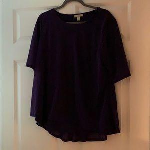 Short sleeve blouse.